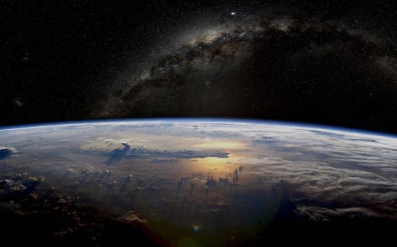 млечный путь - вид из космоса в высоком качестве